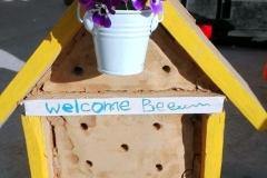 Първият ни пчелен хотел. Направен е с глина. Предпочитан от пчели които обикновено гнездят в дупки в земята или в пясъчни брегове